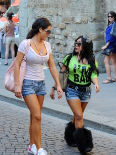 Snooki Always Wears Furry Boots And I