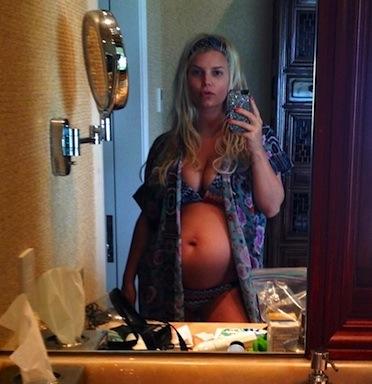Jessica Simpson pregnant bikini