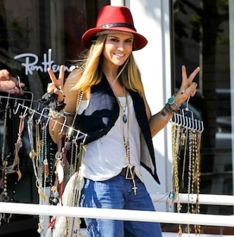 Brooke Mueller Trying To Sell Her Jewelry At Fred Segal