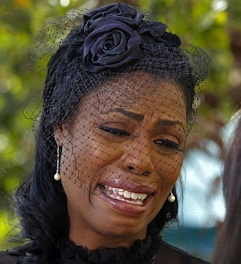 Omarosa crying