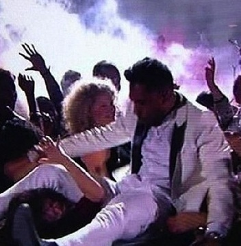 Miguel fell off stage