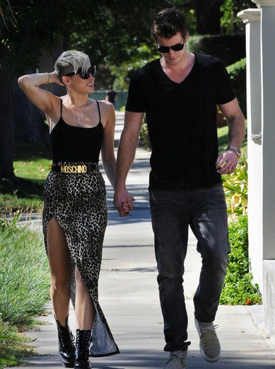 Miley Cyrus Liam Hemsworth holding hands