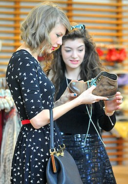 Taylor Swift and Lorde shoe shopping