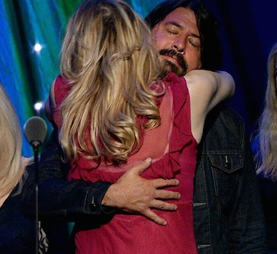 Courtney Love Dave Grohl hug