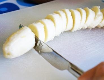 banana cutting